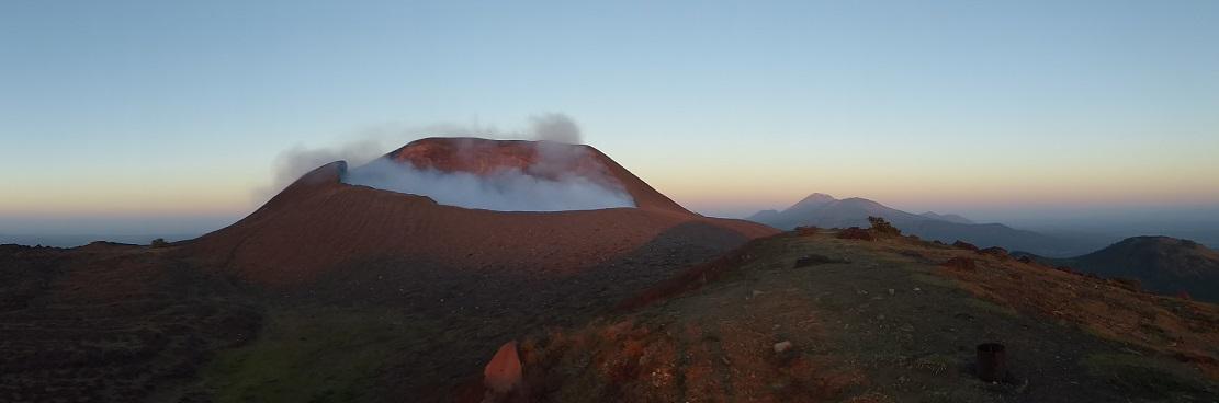 Der Vulkan Telica bei Sonnenaufgang...